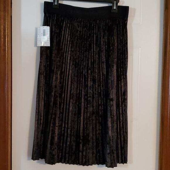 NWT Lularoe Black Velvet Jill Pleated Skirt Large